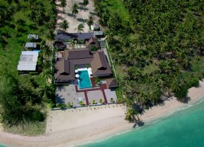 Idyllic 4-Bed Luxury Beachfront Villa in Peaceful South