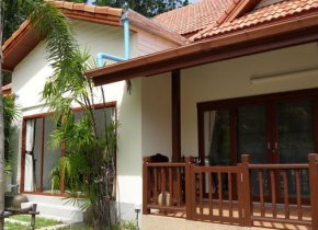 Maenam 3-Bed House with Pool