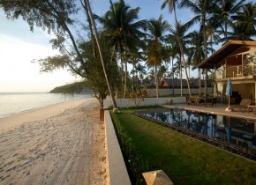Idyllic 4-Bed Beach Villa on Samui's Sunset Coast