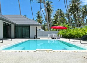 4 modern villas with extensive private area for sale in Lamai