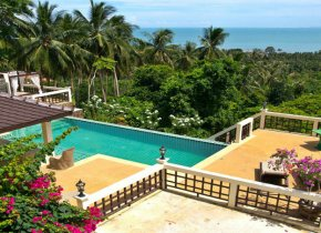 Waterfront five bedroom villa with a superb sew view for rent in Bang Po