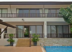 Adorable 4 Bedroom Villa with breathtaking views for sale in Samui