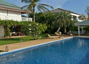 5 bedroom villa with an extensive garden territory and breathtaking sea and hill views for rent in Samui